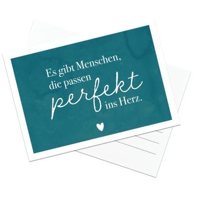 Es gibt Menschen, die passen perfekt ins Herz - Postkarte Lieblingsmensch